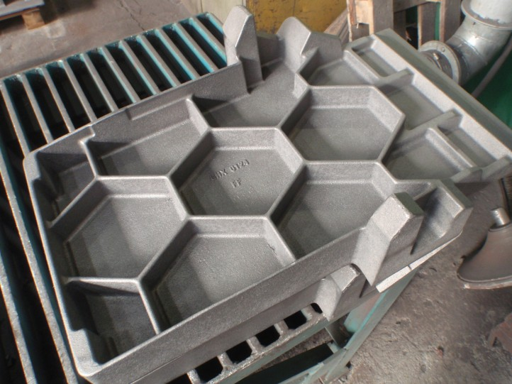 PATTERN FOR CASTING FOR SAWING AGGREGATE